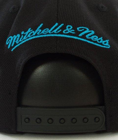 Mitchell & Ness-Charlotte Hornets Wool Solid Snapback NL15Z Black